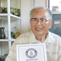 Japonés de 96 años se convierte en el graduado universitario más viejo del mundo