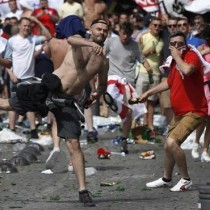 UEFA amenaza con expulsar a Inglaterra y Rusia de la Eurocopa si siguen los incidentes
