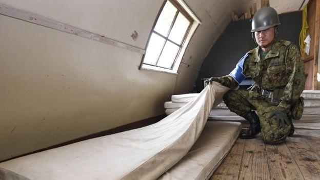 El niño se refugió en una barraca militar abandonada donde halló una canilla para beber agua.
