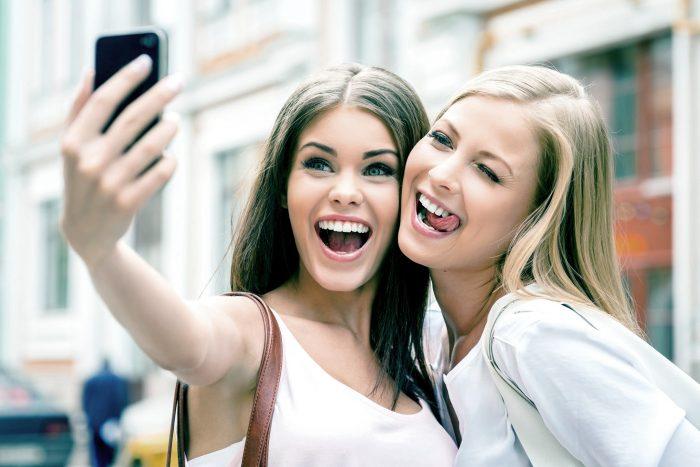 Estudio revela que los adolescentes sienten placer con los