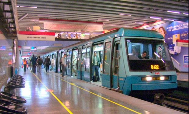 Fiscal pide investigar origen de sticker en tren del metro que anuncia atentado en tres días