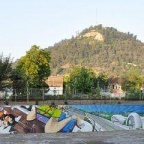 Murales en el río Mapocho ¿Quién los catalogó de arte? ¿Acaso las piedras centenarias que taparon no lo son?