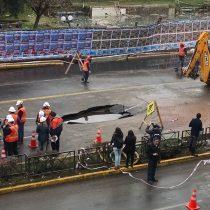 Socavón en avenida Providencia por rotura de matriz