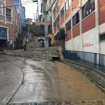 [VIDEO] Rotura de matriz inunda las calles de Valparaíso en sector Cerro Polanco