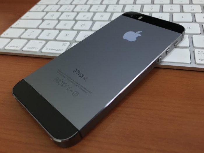 Éxito de iPhone más barato alivia temor por crecimiento de Apple