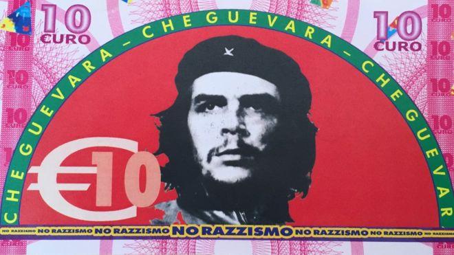 Pueblo italiano da billetes con el rostro del Che, Hugo Chávez y Marx a los inmigrantes