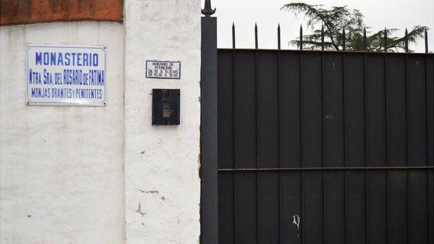 El monasterio está situado en el municipio de General Rodríguez, a unos 55 kilómetros de Buenos Aires.