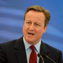 Cameron presenta hoy su renuncia a Isabel II y cede el gobierno a May
