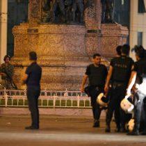 Teleserie turca: Militares intentan derrocar a Erdogan y Presidente llama a la población para que resista en las calles