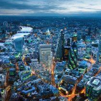 Dos nueva firmas bloquean fondos inmobiliarios y aparece fantasma del corralito en Londres tras el Brexit