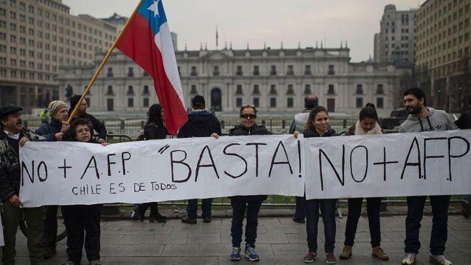 Chile, la cuna de las AFP, se rebela contra un invento que se extendió por toda América Latina