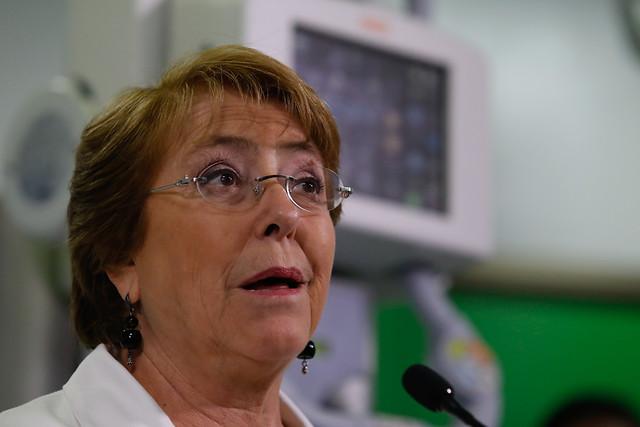 Adimark: Bachelet baja dos puntos de aprobación en junio y marca