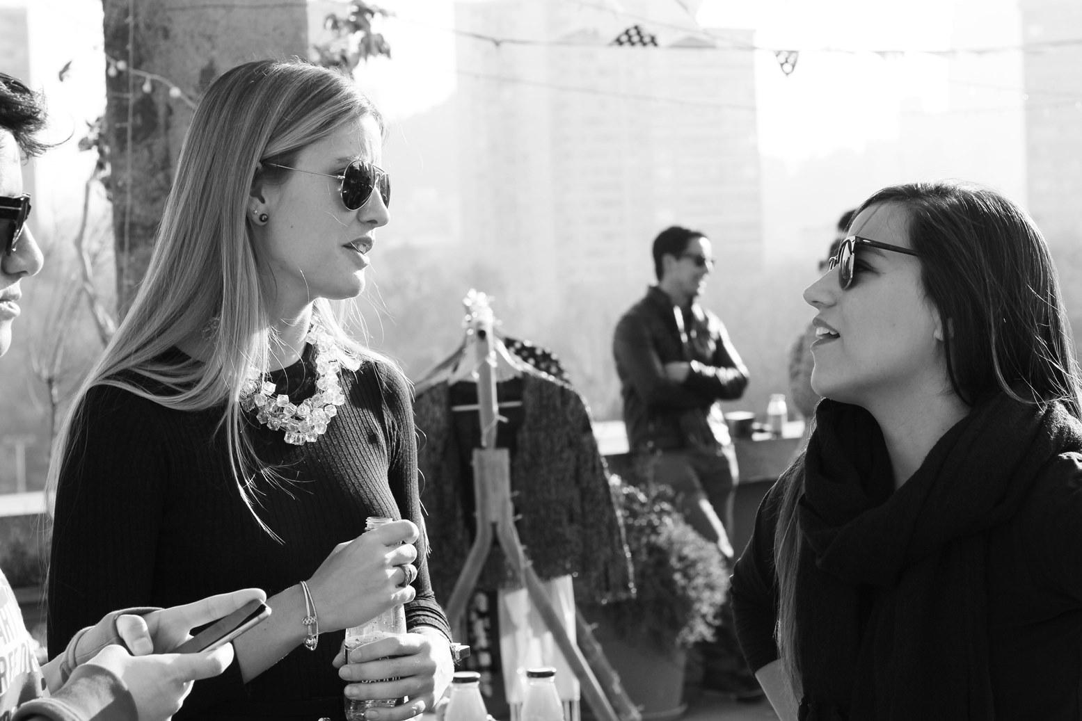 Bernardita Orellana junto a Valentina Basterrechea de Samsung Chile