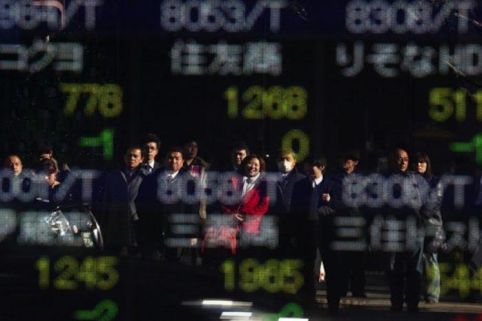 Advierten sobre mercados emergentes, pero operadores desechan riesgos geopolíticos y amenaza de populismo