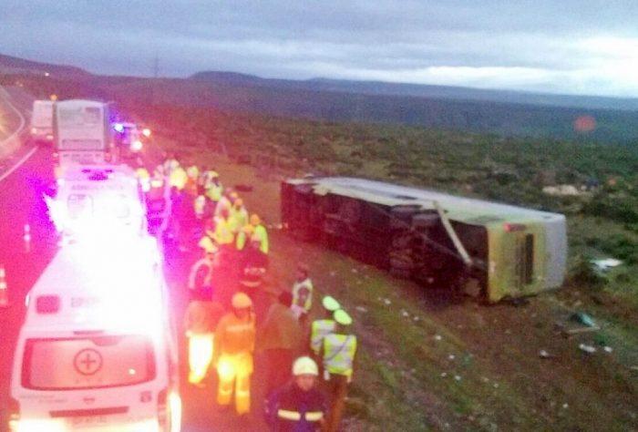 Cuatro muertos y 40 heridos deja accidente de bus cerca de Ovalle
