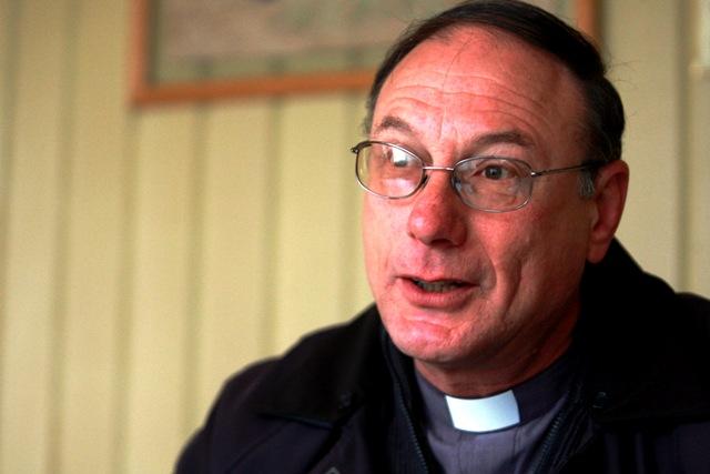 """Obispo de Aysén sepulta donaciones a Iván Fuentes y denuncia la compra de conciencias en la zona: """"No se puede servir a Dios y al dinero"""""""