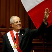 Presidente del Perú hace último intento por salvar presidencia