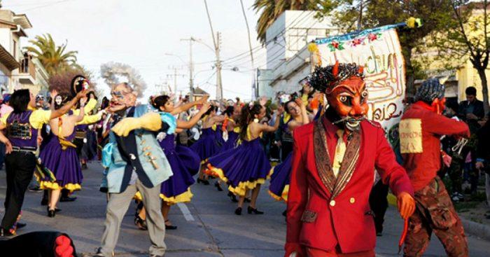 Artistas y sus performances se tomarán las calles de Santiago este jueves