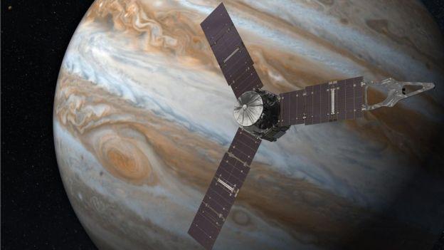 Una representación de un artista muestra a Junoal lado de Júpiter, planeta en torno al cual dará unas 30 vueltas.
