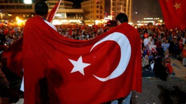 Los duros y polémicos castigos adoptados por Erdogan tras intento de golpe de Estado en Turquía