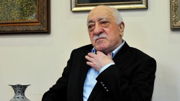 El clérigo Fetullah Gülen negó a la BBC haber estado detrás de la organización de un golpe de estado en Turquía.