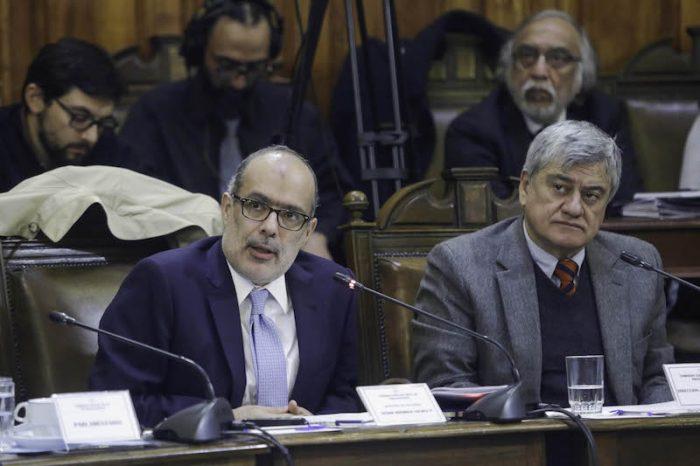 Hacienda proyecta el segundo mayor déficit fiscal en 25 años y abre debate sobre uso de fondos soberanos