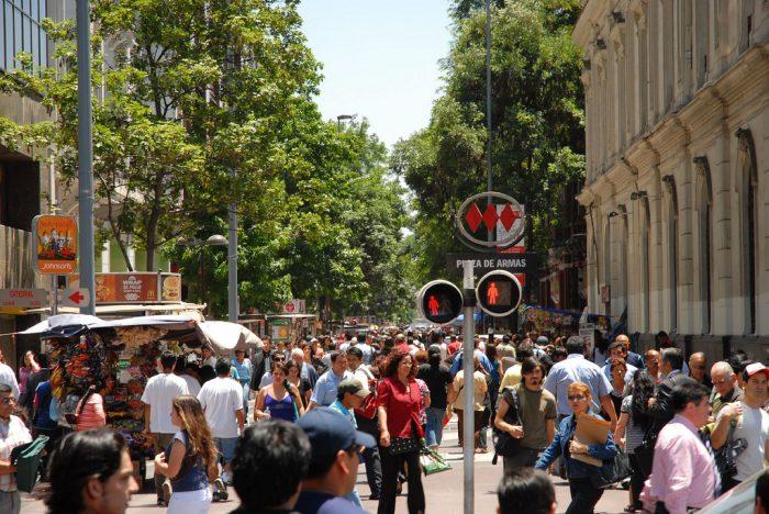 Aumentó la confianza de los consumidores en Gran Santiago, pero expectativas sobre situación económica para el próximo año se deterioran
