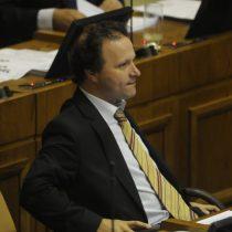 Vicepresidente del Senado acusa a Valente de mentir por ley de pago a 30 días y el ministro se defiende