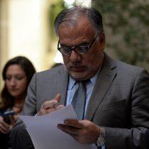 Andrade niega haber influido para abultar pensión de su ex esposa mientras bancada socialista lo respalda y oposición pide que renuncie