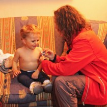 Atención médica domiciliaria gratuita en La Florida busca combatir el peligro de las enfermedades respiratorias