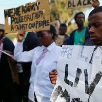 [VIDEO] Sudáfricanos protestan por la violencia racial y advierten que estadounidenses no son bienvenidos en su país