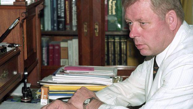 """El médico Hartmut Hopp, mano derecha de Schäfer, en 2000. Hoy vive """"cómodamente"""" en Alemania."""