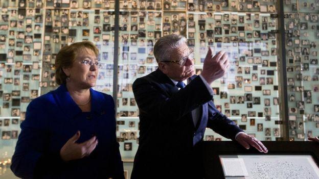 """El presidente de Alemania, Joachim Gauck, estuvo recientemente en Chile y dijo que su país está dispuesto a """"ayudar"""" en la investigación."""