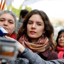 Camila Vallejo sigue enfrentada con Hacienda y responde a Valdés: