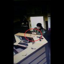[VIDEO] El registro que acusa a un carabinero de robar durante un procedimiento de detención en Antofagasta