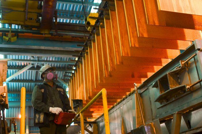 El cobre no consigue repuntar y cierra bajo los US$ 3,10 en medio de tensión comercial