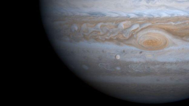 Un día en Júpiter dura 10 horas terrestres.