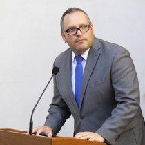 Contraloría cuestiona contratos a honorarios y adjudicaciones sin licitación mientras Dávalos trabajó en La Moneda
