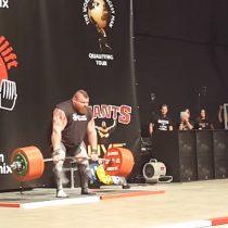 [VIDEO] El hombre que intentó superar su propia marca levantando 500 kilos y casi le cuesta la vida