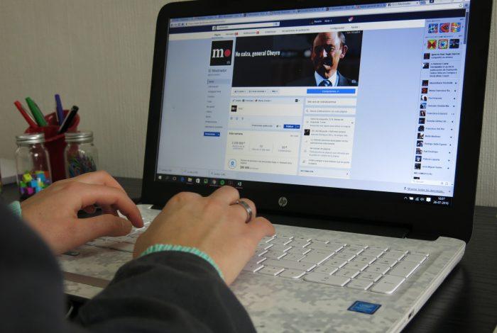 Una sencilla fórmula para seguir leyendo las noticias de El Mostrador en Facebook