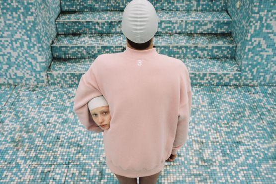 El fotógrafo Can Dagarslani, de Estambul (Turquía), quedó en la lista de finalistas en la categoría Retrato por esta imagen de su serie Adentro y Afuera, que explora el tema de identidad