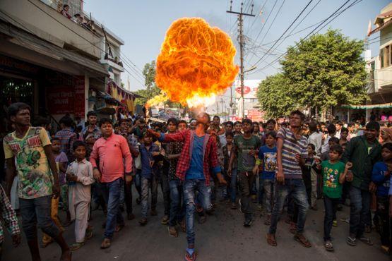 Un momento de calor durante una celebración del mes musulmán Muharram en Lucknow, India, fue el foco de la foto que presentó Mayank Gautam, también en la lista de finalistas de Periodismo Gráfico.