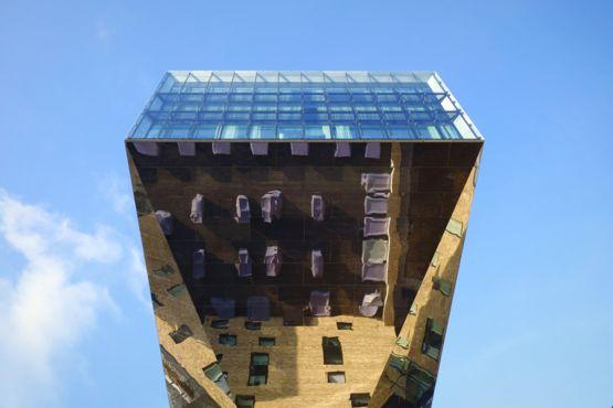 """Este curioso y raro edificio en Osthafen, Berlín, fue el tema de la foto de Jorg Fockenberg para la categoría Arquitectura. Resalta una """"impactante arquitectura que conmueve""""."""