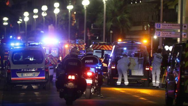 [Galería] Una noche de horror y dolor en Niza tras ataque con camión que dejó 84 muertos