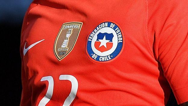 Chile porta en la camiseta de la selección nacional el escudo que la reconoce como campeón de la Copa América.