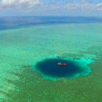 Cómo es y dónde queda El Hoyo del Dragón, el socavón submarino