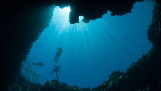 En una de las zonas más militarizadas del mundo hay una cueva vertical que durante milenios ha sido objeto de la mitología local. China asegura que es el agujero submarino más profundo del planeta.
