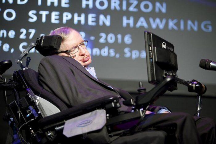 Stephen Hawking: No podremos vivir otros mil años sin escapar de la Tierra