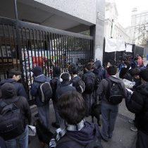 Después de 50 días en toma Carabineros desaloja el Instituto Nacional
