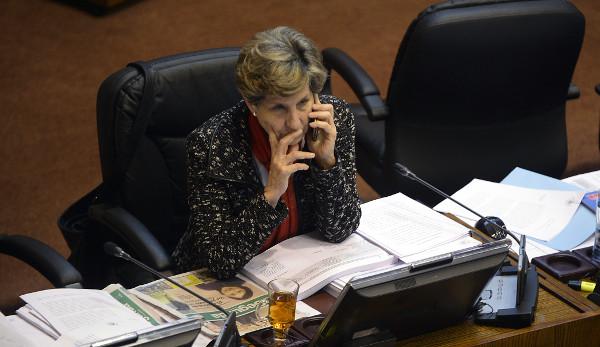"""Allende le pega a Piñera: """"Él ha sido el emblema de la confusión entre política y negocios"""""""